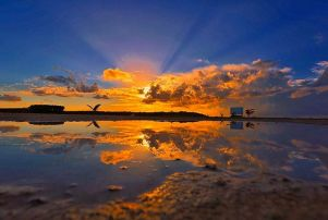 A picture of a Mindblowing sunset in Elbow Cay Bahamas!