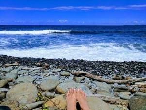 Feet first on the Hawaiian coast