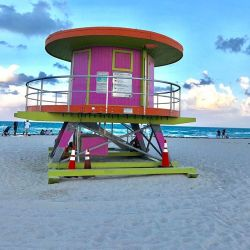 A picture of a Miami Beach lifeguard stand.