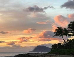 A Picture of a perfect sunset in Oahu Hawaii